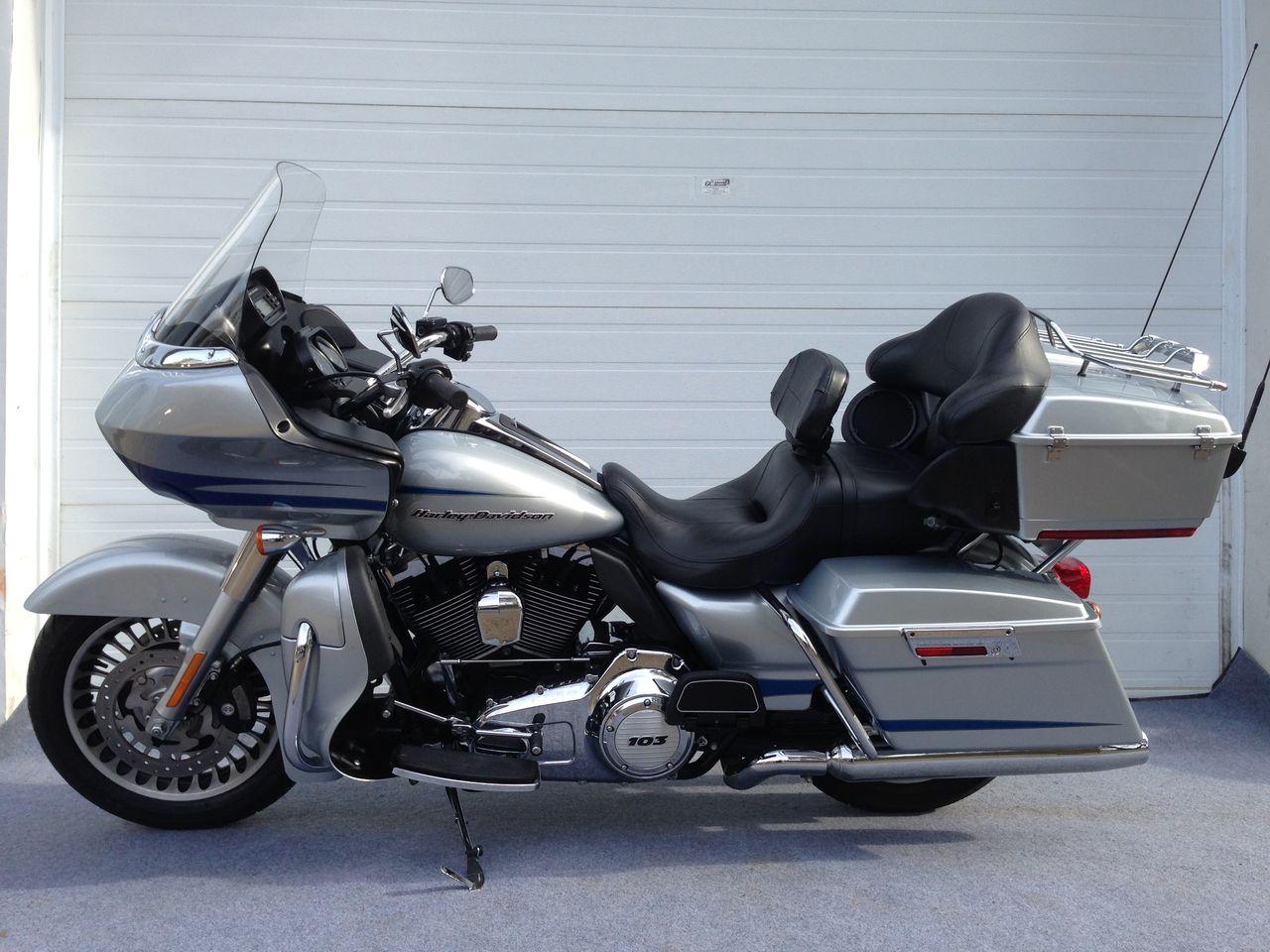 2011 Harley FLTRU 16,995$